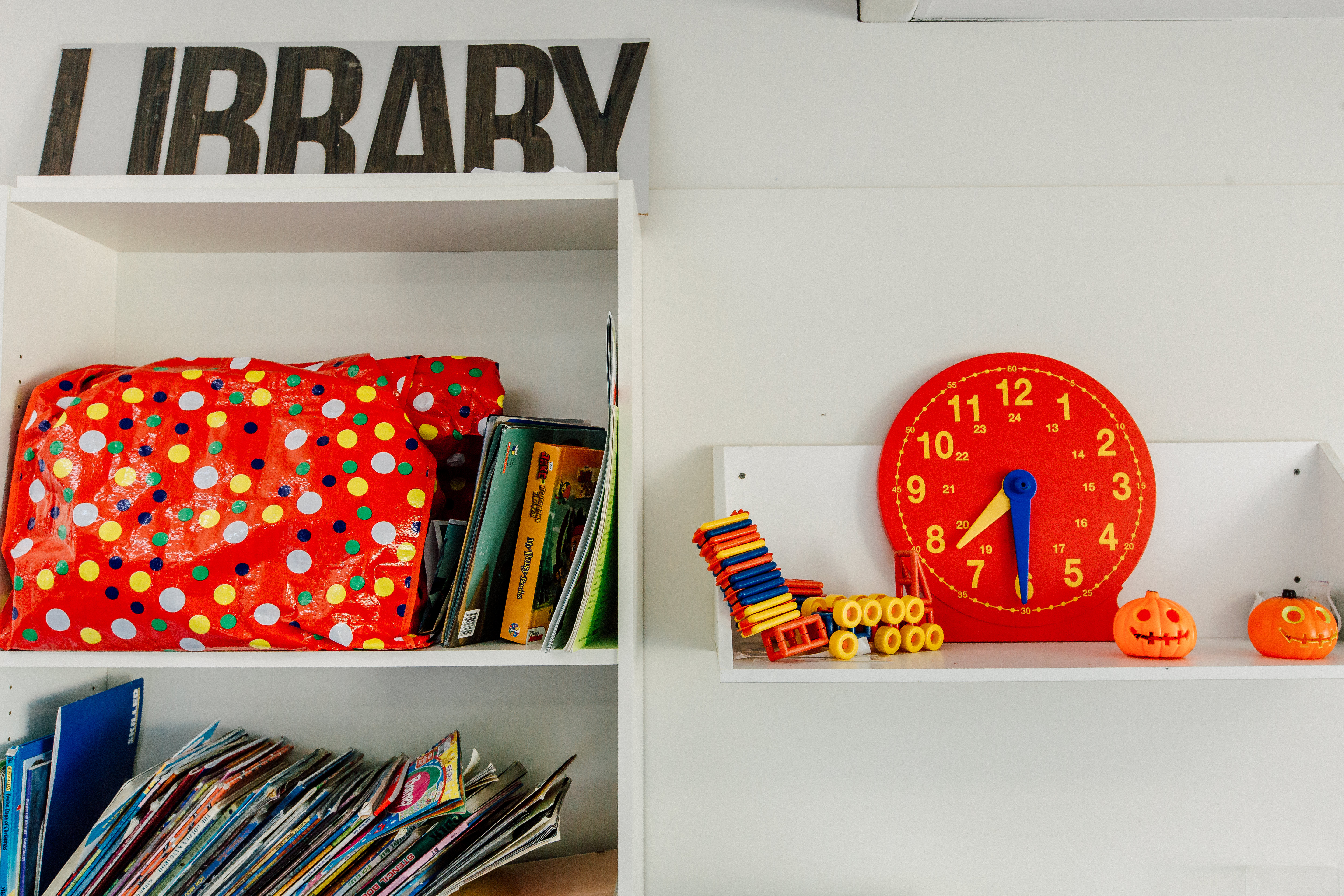 Items on bookshelf in classroom at The Learning Tree Lynwood